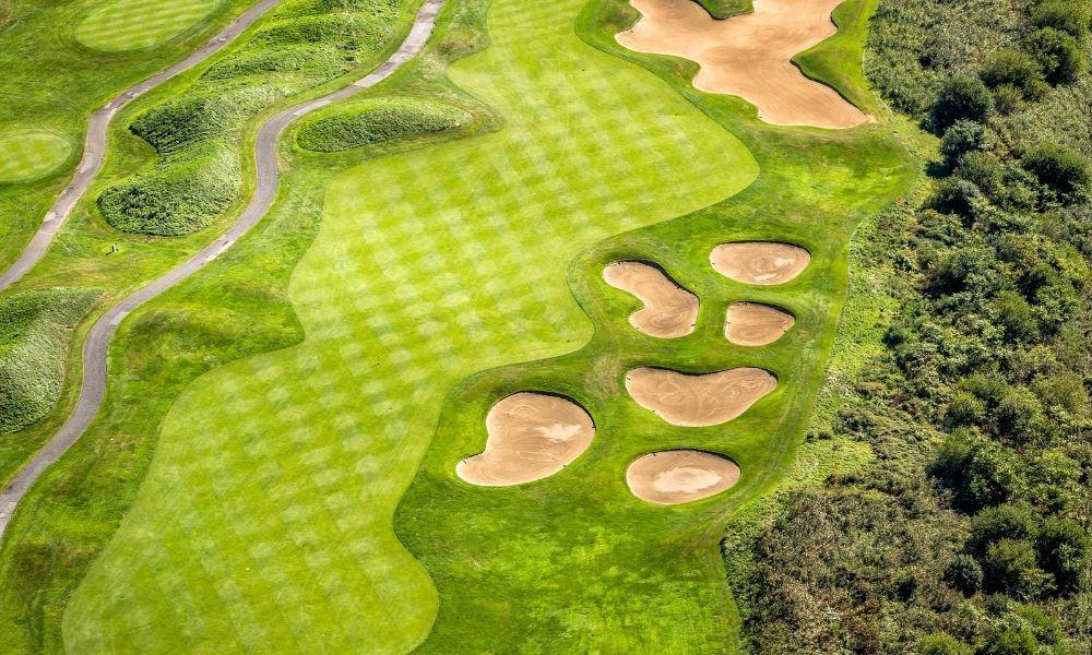 18 holes golf course